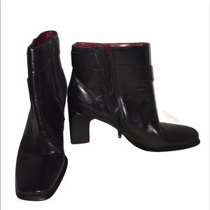 Black Ankle Boots 7 BCBG Booties Leather GUC Heels